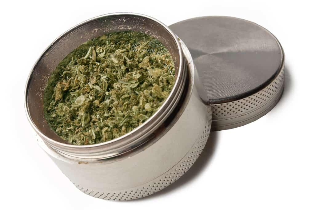 大麻を細かくするグラインダーって本当に必要なの?